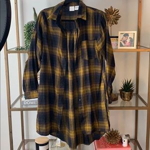 {Passport} Green and black plaid tunic button up